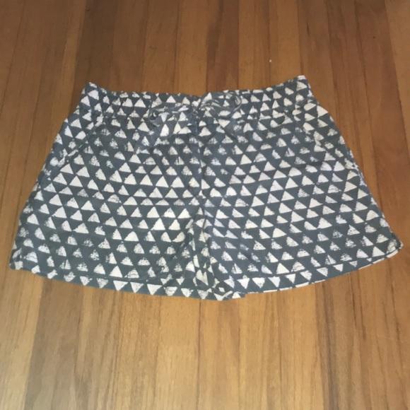 LOFT Pants - LOFT gray and white patterned shorts!